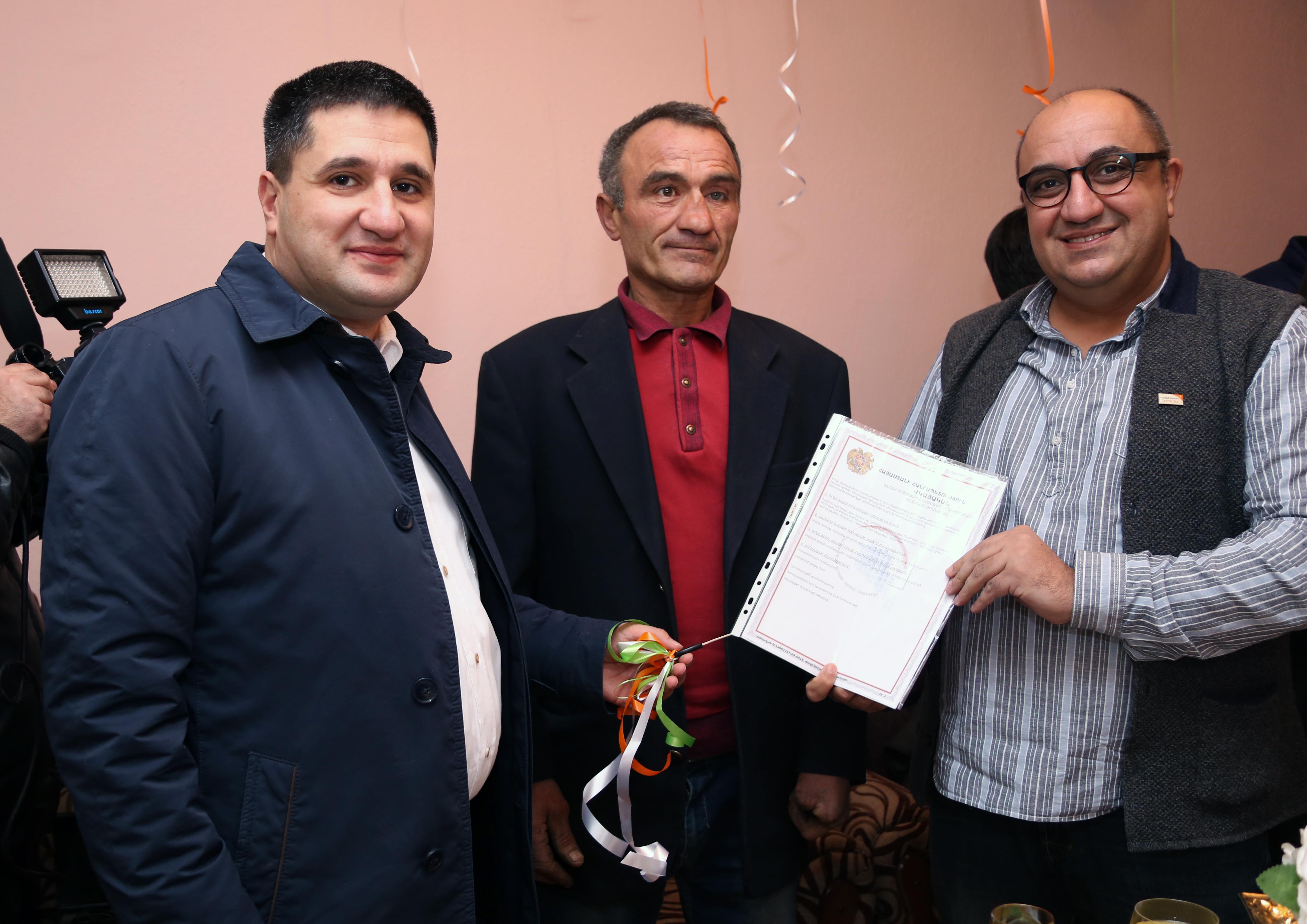 Ucom. բաժանորդների շնորհիվ Կարախանյանների ընտանիքը տոնեց բնակարանամուտը