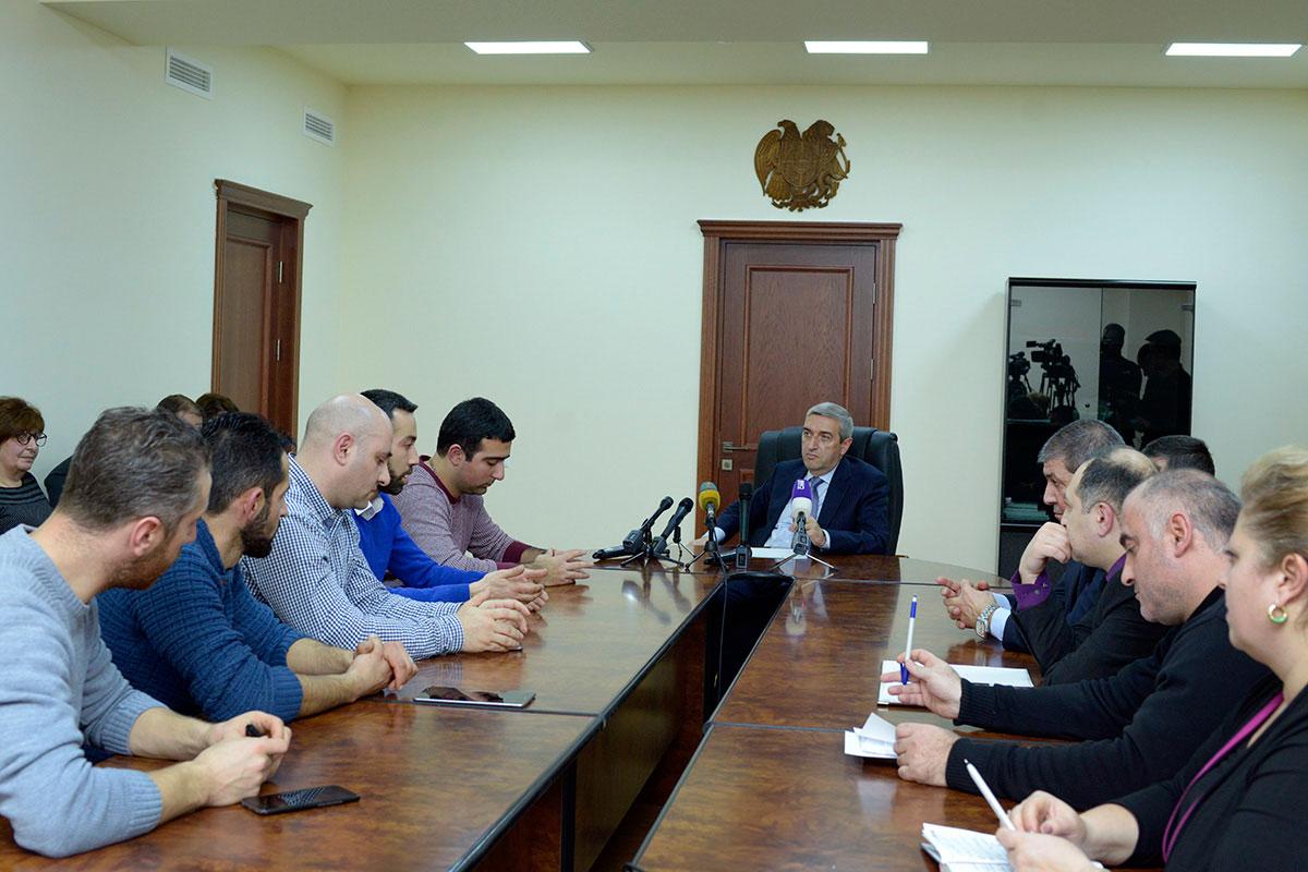 Վահան Մարտիրոսյանն ընդունել է «Աջ ղեկ» նախաձեռնության ներկայացուցիչներին