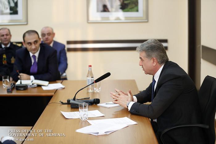 Վարչապետ Կարապետյանն այցելել է ՊԵԿ՝ ծանոթանալու 2017 թվականի հարկային եկամուտների կատարողականին