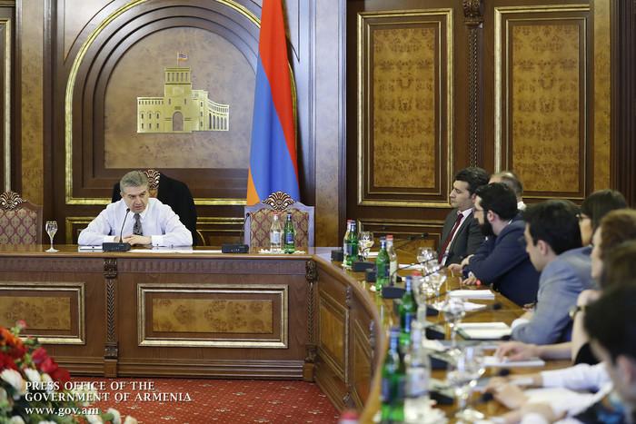 Կարեն Կարապետյանը հանդիպել է YES Armenia ծրագրի մասնակիցներին