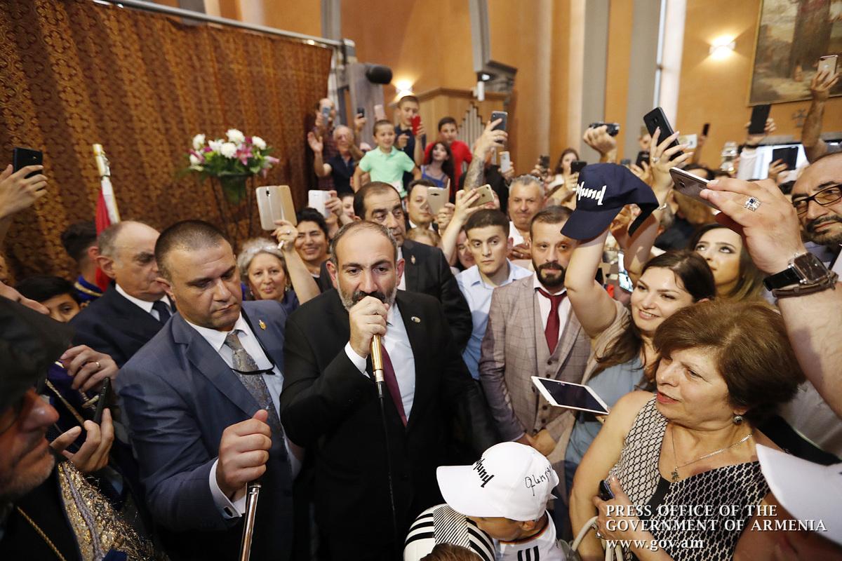 Նիկոլ Փաշինյանը Բրյուսելի հայկական եկեղեցում հանդիպել է բելգիահայ համայնքի ներկայացուցիչներին