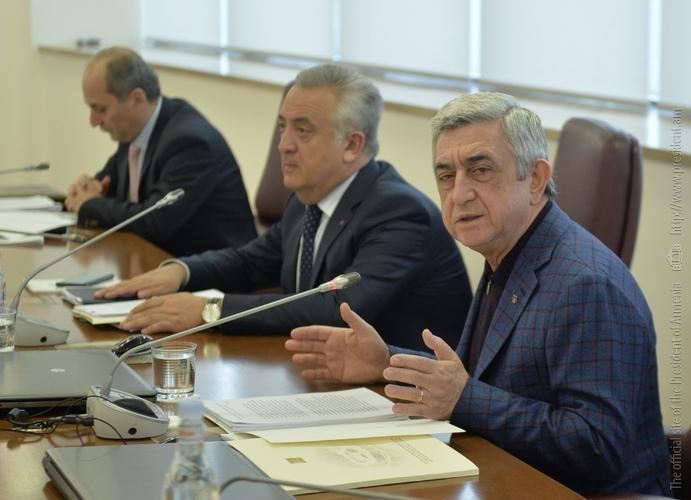 Սերժ Սարգսյանը խորհրդակցություն է անցկացրել Կենտրոնական բանկի ղեկավար կազմի հետ