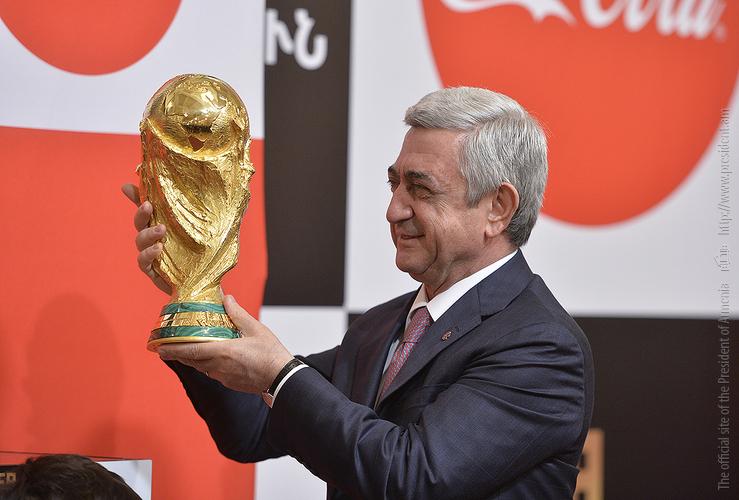 Սերժ Սարգսյանը Երևանում ընդունել է ՖԻՖԱ-ի աշխարհի առաջնության գավաթը