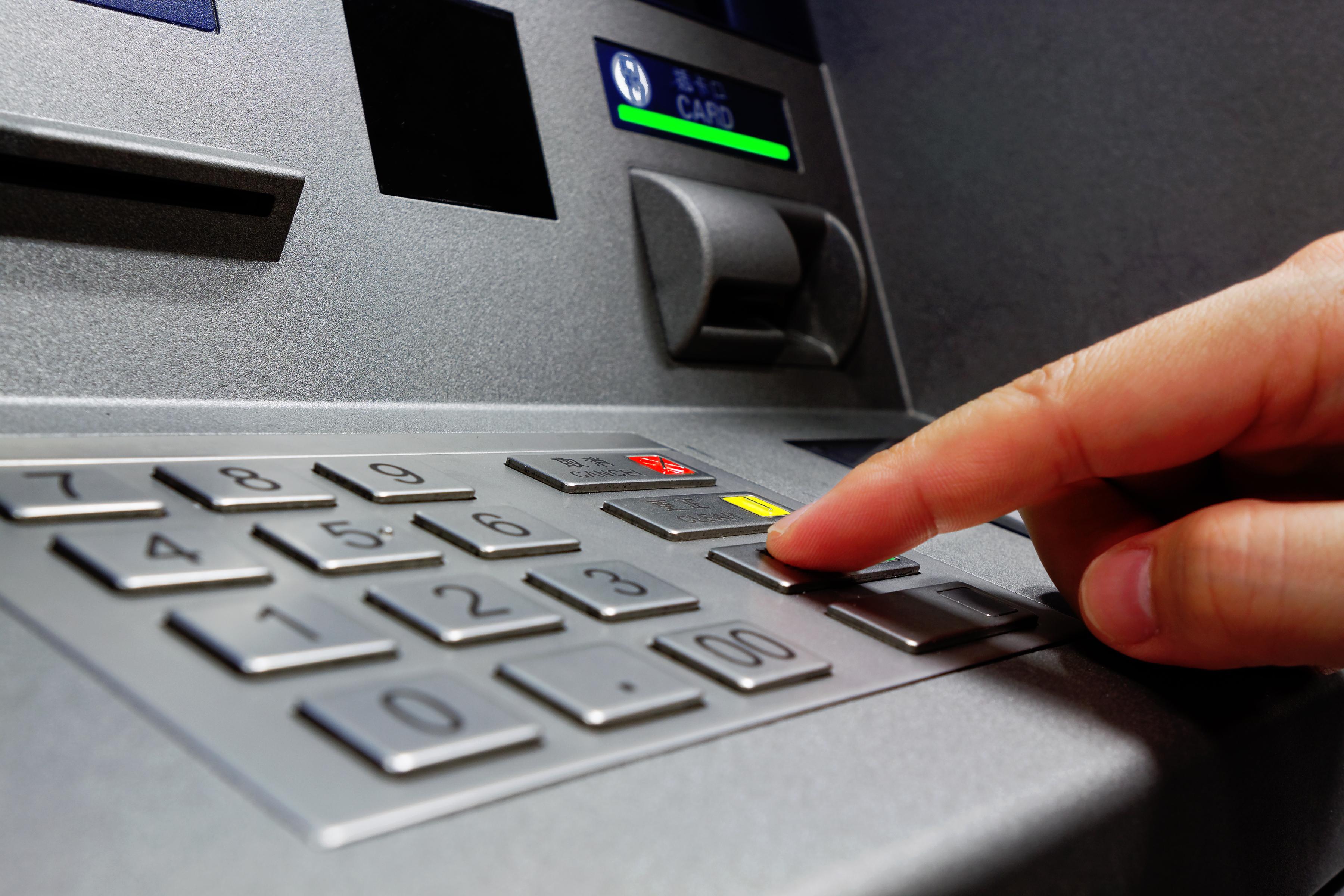 էլեկտրոնային սարքավորման միջոցով փորձ է կատարվել Երևանում գործող տարբեր բանկոմատներից գումար հափշտակել