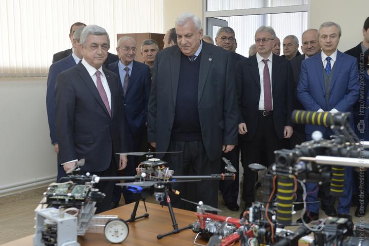 Սերժ Սարգսյանն այցելել է ՀԱՊՀ օդային ռոբոտատեխնիկայի ուսումնահետազոտական կենտրոն