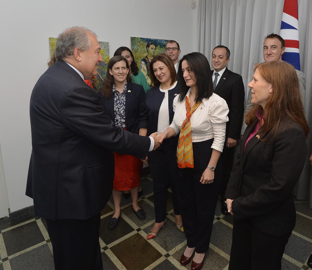 Նախագահ Արմեն Սարգսյանը տիկնոջ հետ այցելել է ՀՀ-ում Միացյալ Թագավորության դեսպանի կեցավայր
