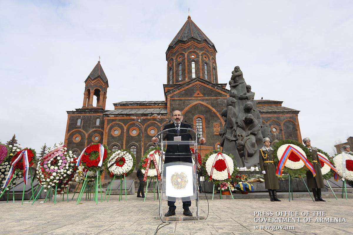 Նիկոլ Փաշինյանը հարգանքի տուրք է մատուցել 1988թ. երկրաշարժի զոհերի հիշատակին