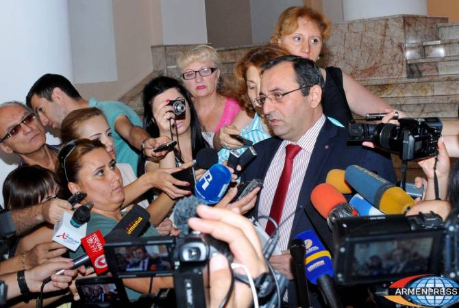 Ես ընկրկող չեմ․ Արծվիկ Մինասյանը մեկնաբանել է իր և վարչապետի միջև բանավեճը