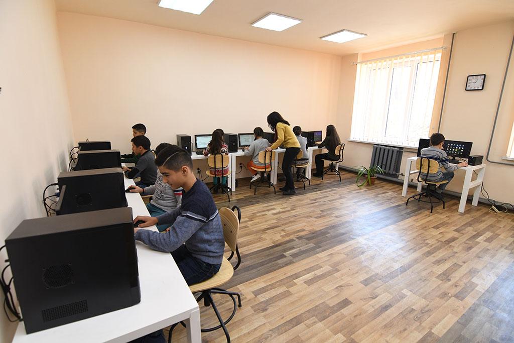 ԱԿԲԱ-ԿՐԵԴԻՏ ԱԳՐԻԿՈԼ ԲԱՆԿ. Ինֆորմատիկային ժամանակակից դասարաններ՝ Գյումրիում և Մայիսյան համայնքում