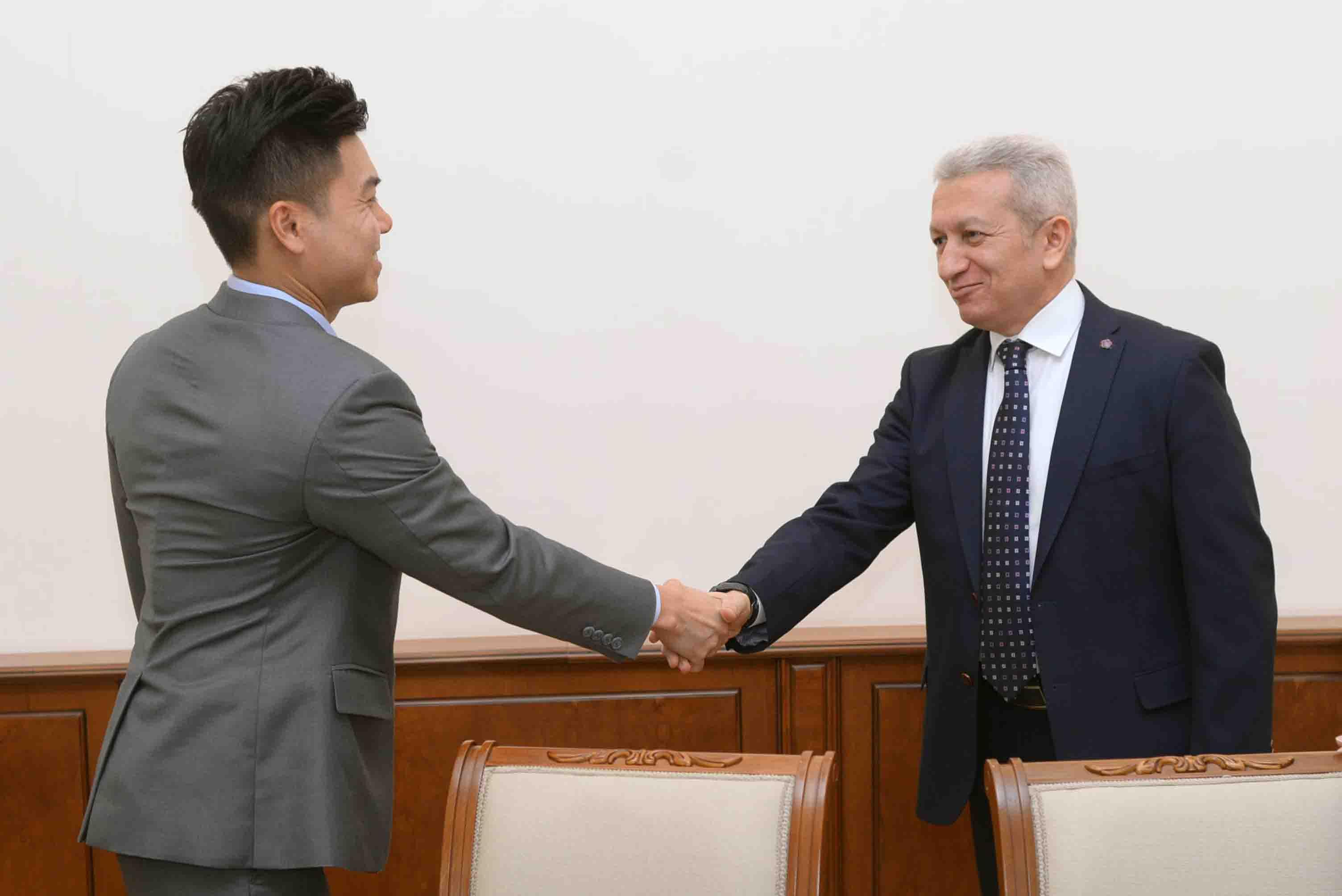 Ատոմ Ջանջուղազյանն ընդունել է «Moody's» միջազգային վարկանիշային կազմակերպության ներկայացուցիչներին