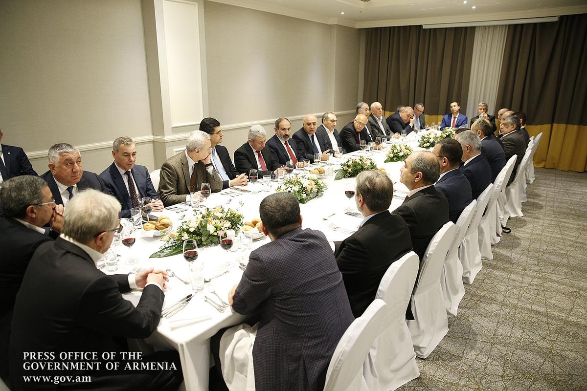 Նիկոլ Փաշինյանն աշխատանքային ընթրիք է ունեցել ՀՀ խոշոր գործարարների հետ