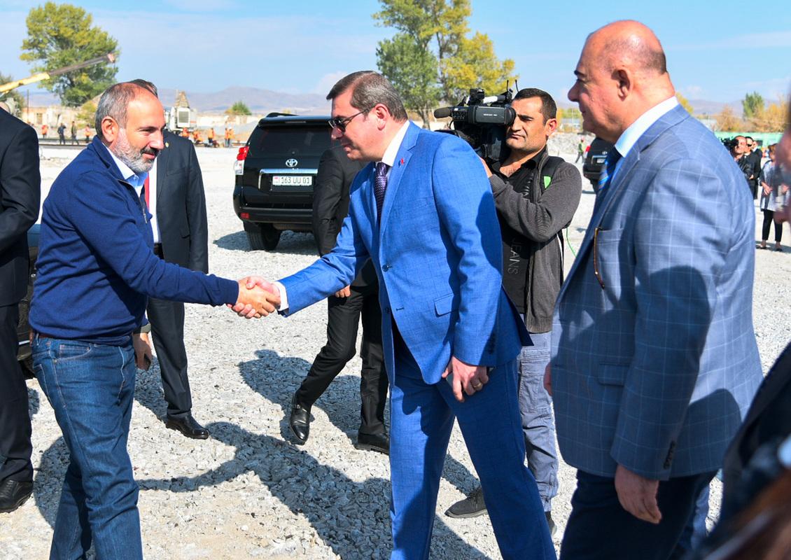 Վարչապետը Գյումրիում ծանոթացել է Արտաքին տնտեսական գործունեության սպասարկման կենտրոնի, այդ թվում` ավտոմաքսատան շինաշխատանքների ընթացքին