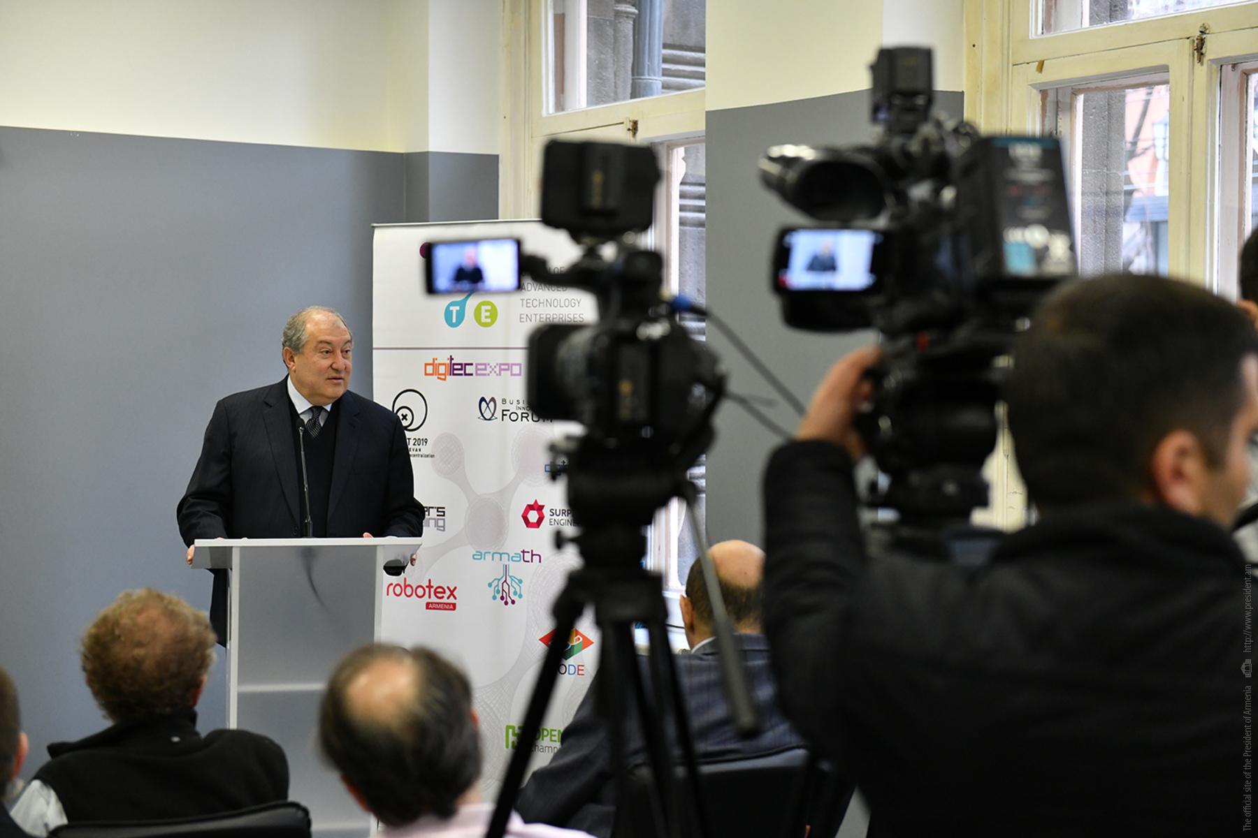Հայաստանը դարձնել գիտության և տեխնոլոգիաների զարգացման առաջամարտիկ. նախագահ Արմեն Սարգսյանը մասնակցել է միջազգային գիտաժողովի