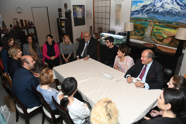 Նախագահ Արմեն Սարգսյանը հանդիպել է Ճապոնիայի հայ համայնքի ներկայացուցիչների հետ