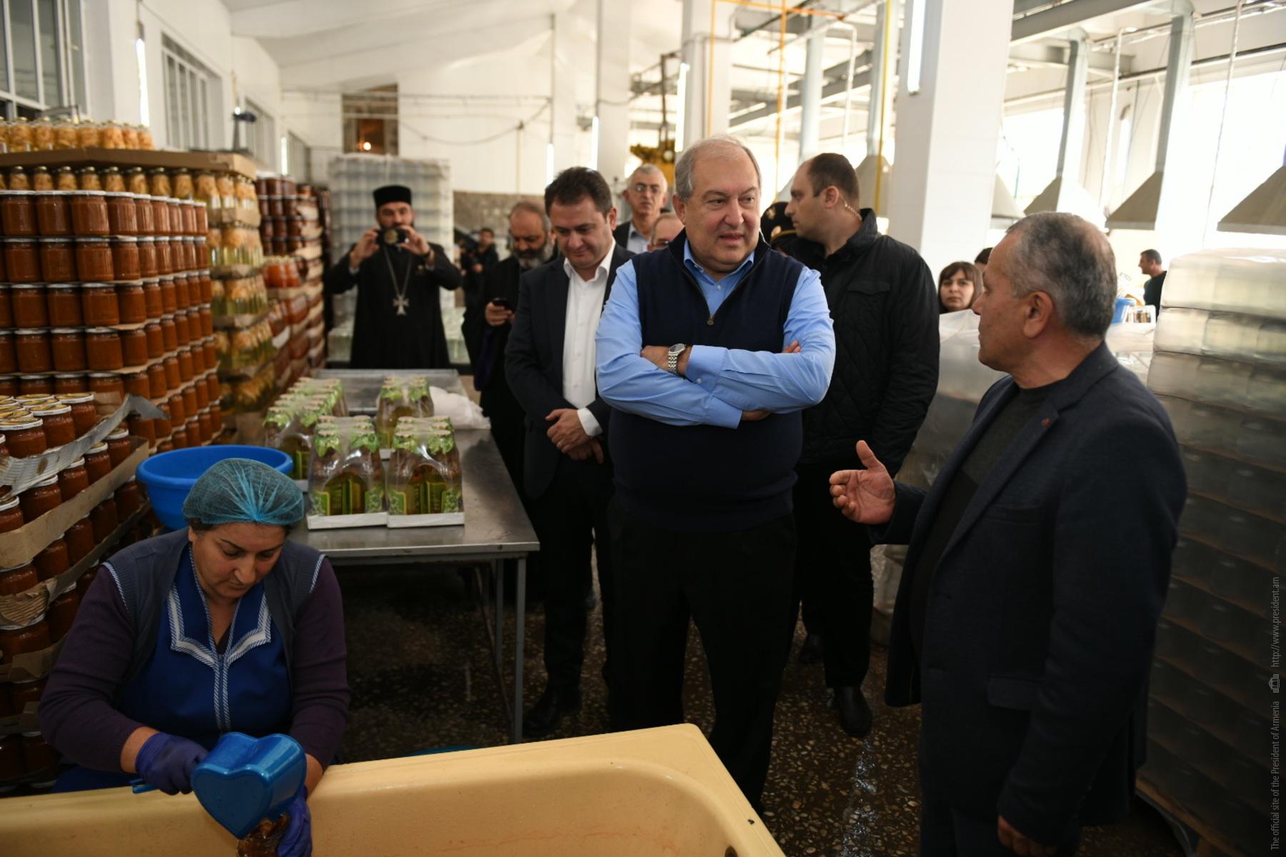 Նախագահ Սարգսյանն այցելել է Eco Garden Corporation գյուղմթերքի վերամշակման ձեռնարկություն