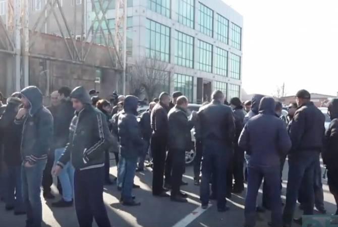 Ավտոներկրողները բողոքի ակցիա են անցկացնում ավտոմեքենաների ներմուծման մաքսազերծման կարգի դեմ