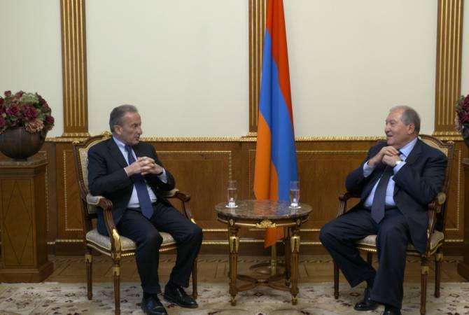 Արմեն Սարգսյանը հանդիպել է «Électricité de France» և «Veolia» ընկերությունների նախկին տնօրեն Հենրի Պրոգլիոյի հետ