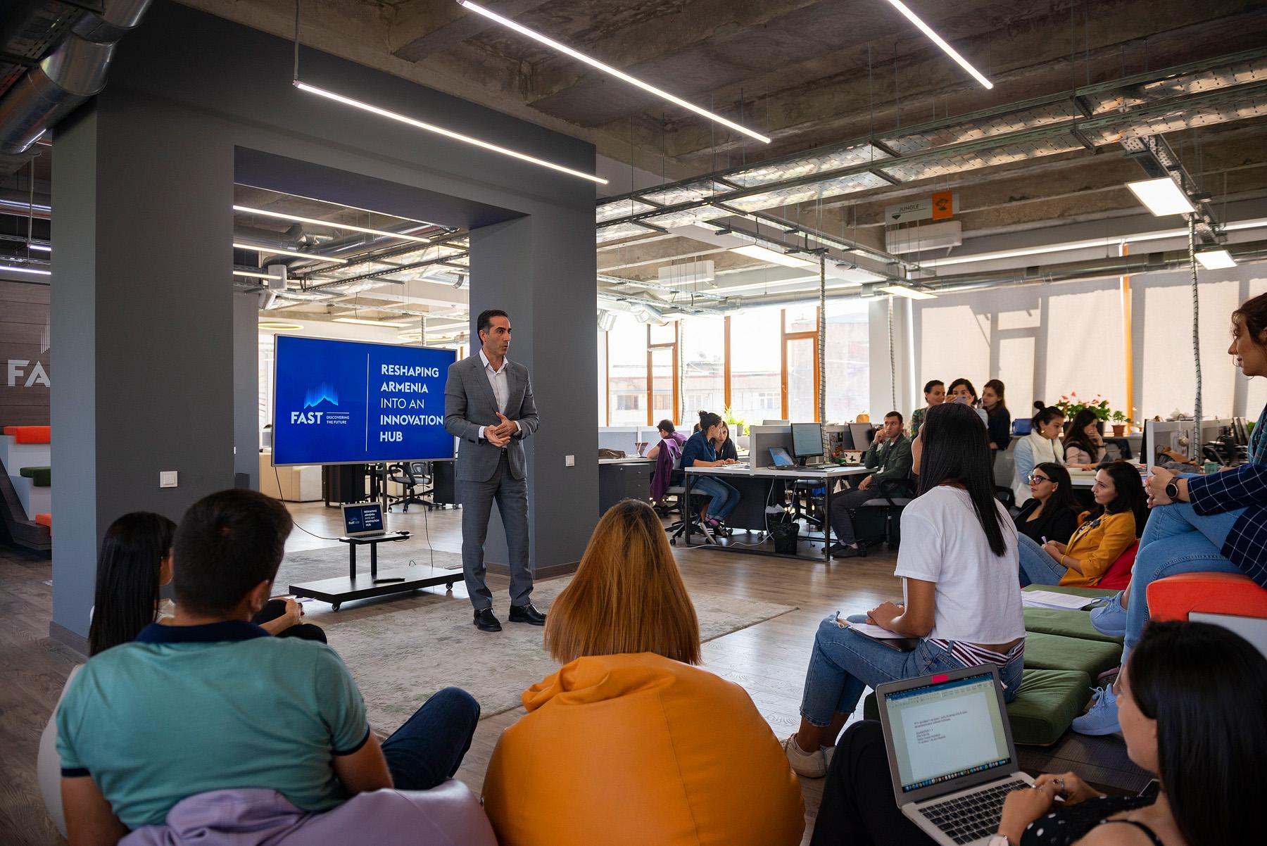 FAST-ը ԶԼՄ ներկայացուցիչների համար անցկացրեց «Հայաստանի նորարարական  էկոհամակարգը» թեմայով դասընթաց