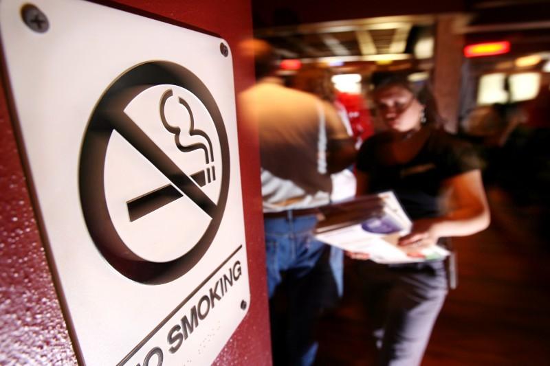 Արմեն Սարգսյանը ստորագրել է հանրային փակ տարածքներում և սննդի օբյեկտներում ծխելն արգելելու օրենքը