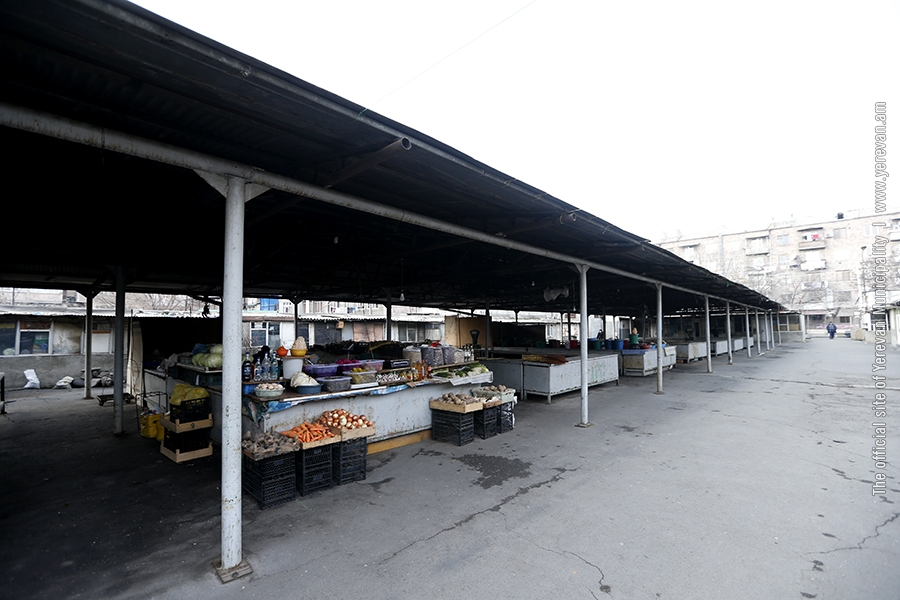 Երևանի մի քանի փողոցներում մոտ 150 քաղաքացի զբաղվում է գյուղմթերքների ապօրինի վաճառքով․ նրանց ուղղորդվում են շուկաներ