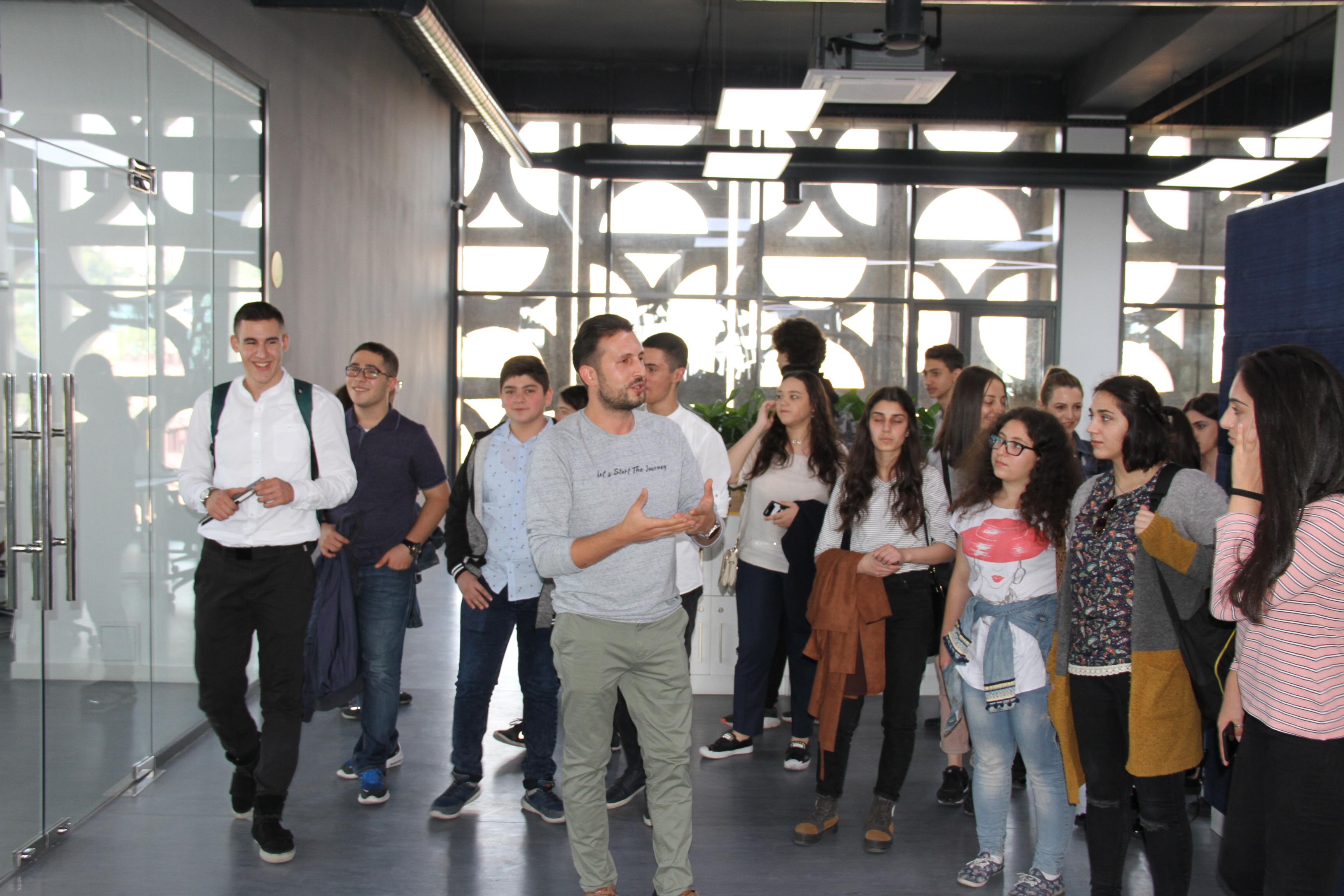 Beeline-ի գրասենյակում տեղի ունեցավ հանդիպում Summer Business School 2018-ի մասնակիցների հետ